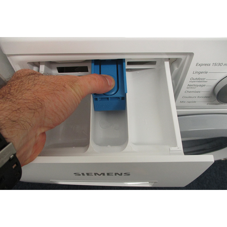 Siemens WM14N107FF - Bouton de retrait du bac à produits