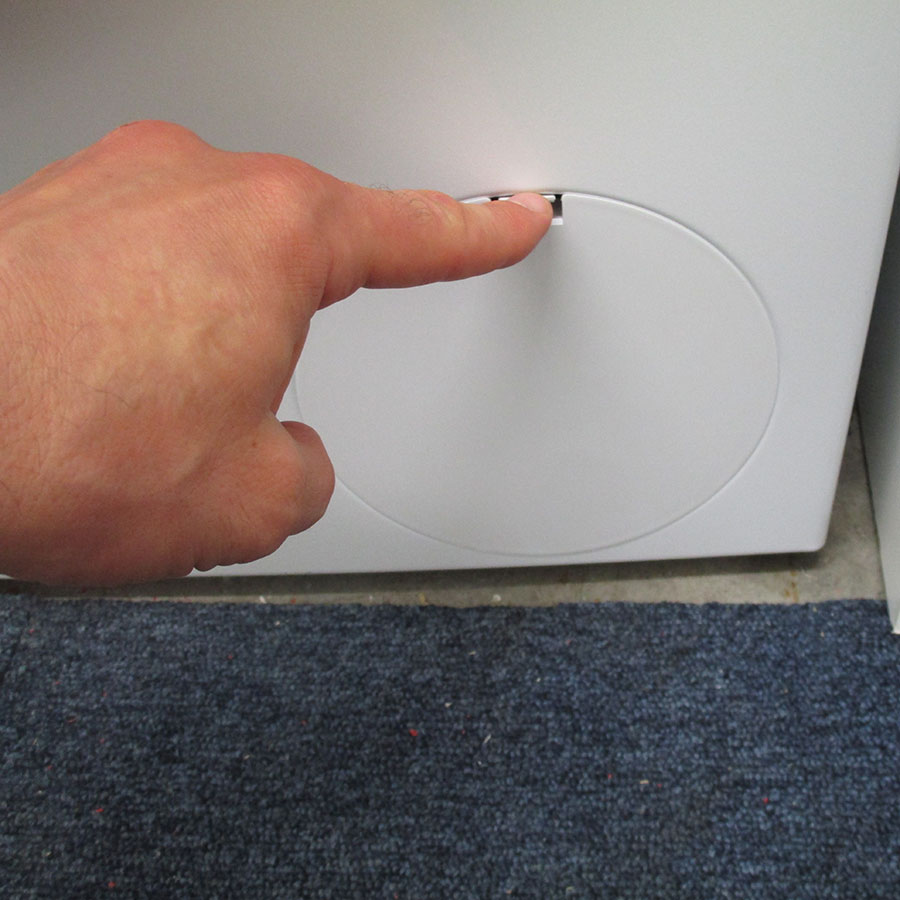 Siemens WM14N120FF - Ouverture de la trappe du filtre de vidange