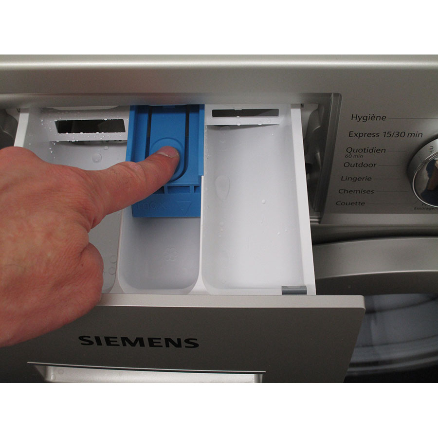 Siemens WM14N2X0FF - Bouton de retrait du bac à produits