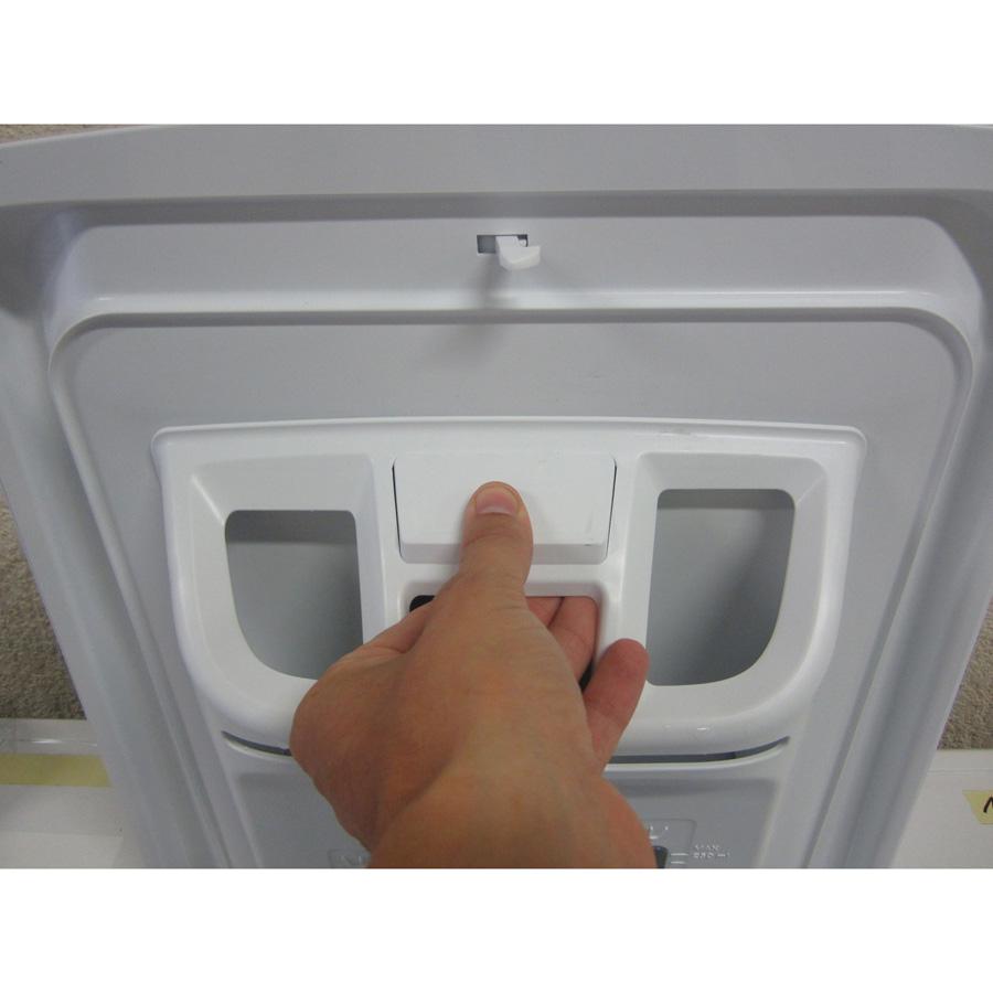 Siemens WP12R155FF iQ100 (*24*) - Bouton de retrait du bac à produits