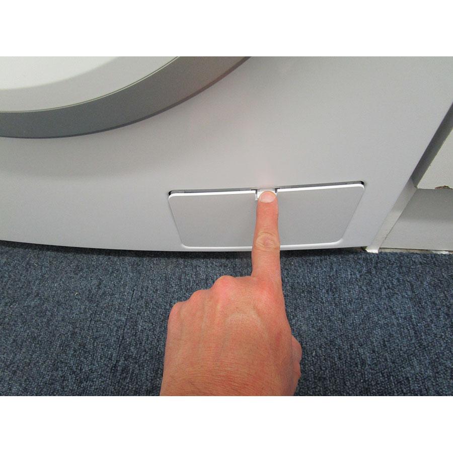 Thomson (Darty) TW148 - Ouverture de la trappe du filtre de vidange