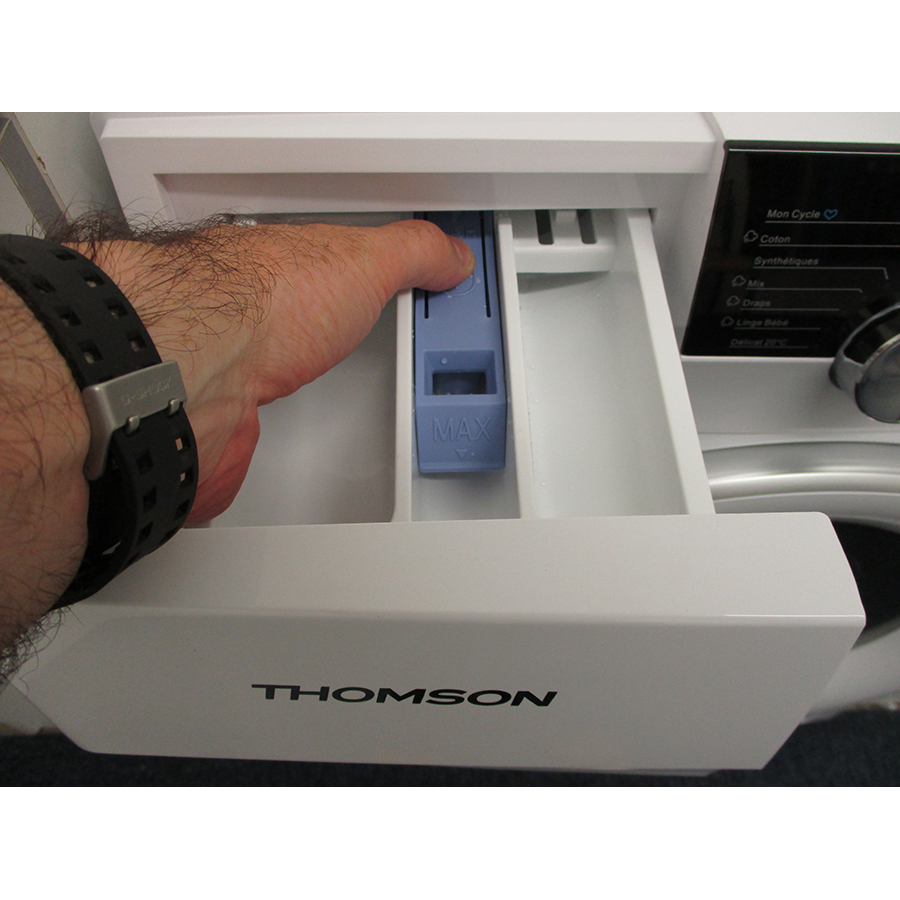 Thomson TW15100 - Bouton de retrait du bac à produits