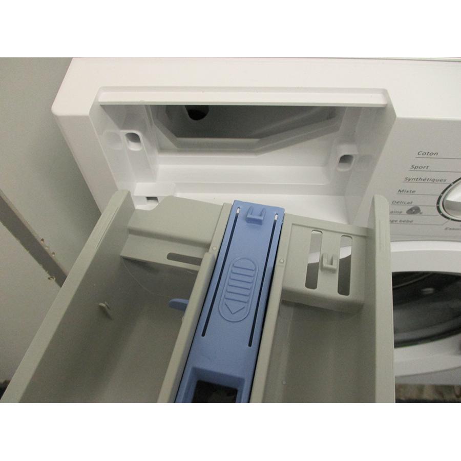 Thomson TWBI6120 - Retrait du bac à produit
