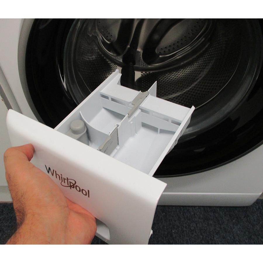 Whirlpool FFDD9448BSVFR - Retrait du bac à produit