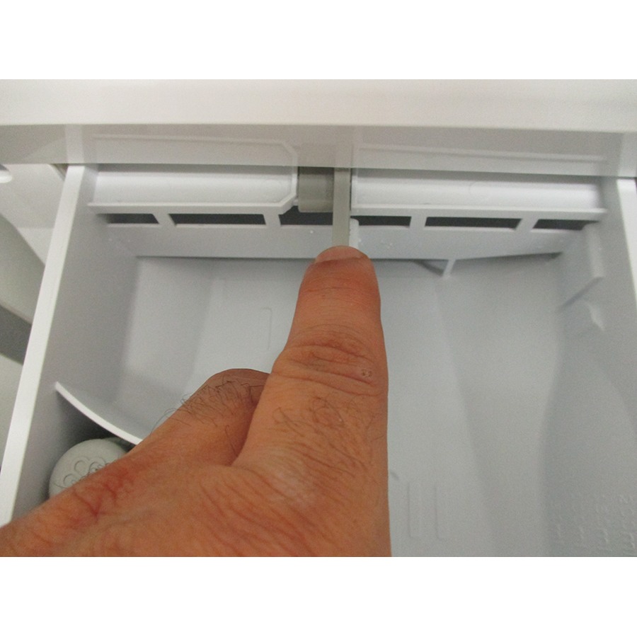 Whirlpool FFDD9448BSVFR - Bouton de retrait du bac à produits