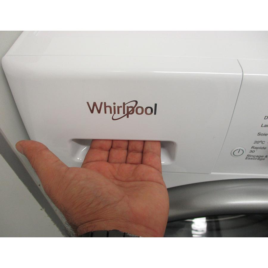 Whirlpool FFDD9448BSVFR - Ouverture du tiroir à détergents