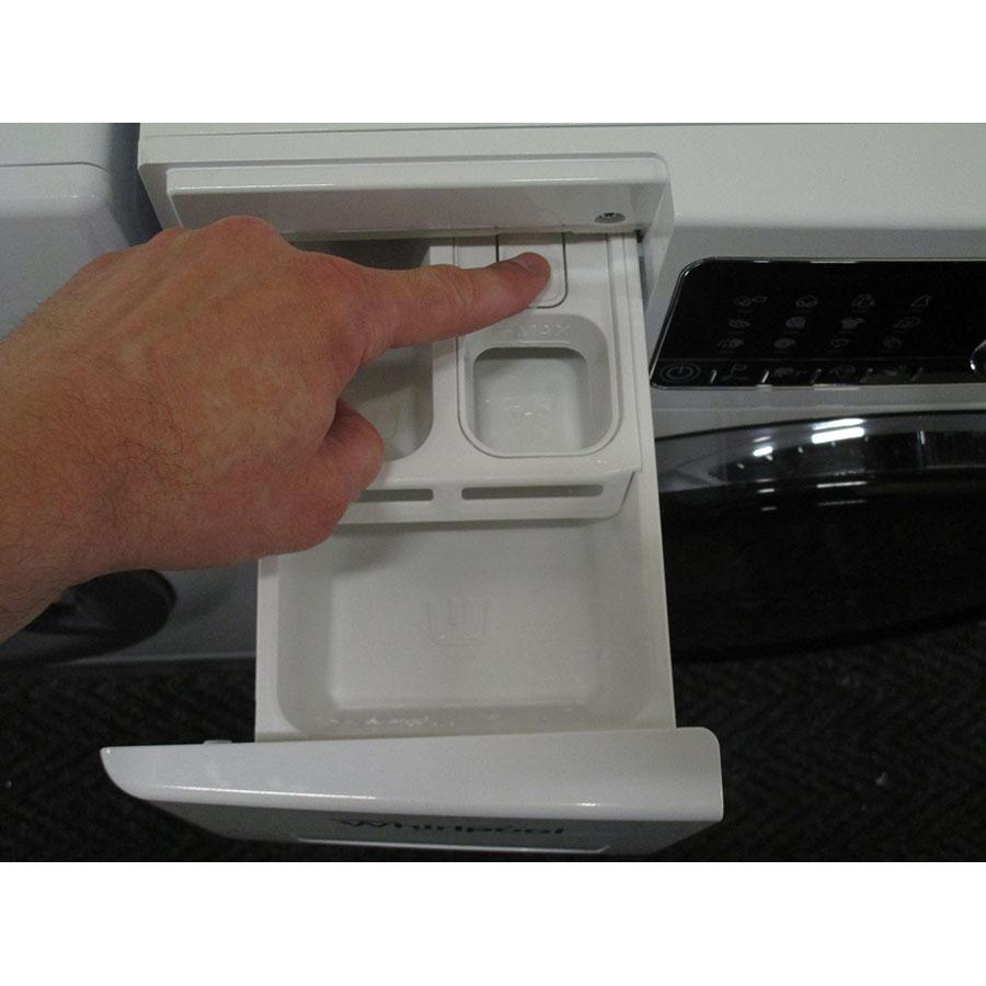 Whirlpool FSCR10432(*29*) - Bouton de retrait du bac à produits