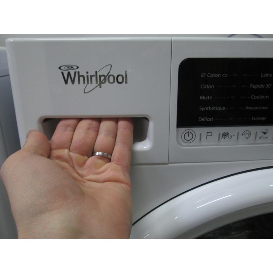 Whirlpool FSCR80413 - Ouverture du tiroir à détergents