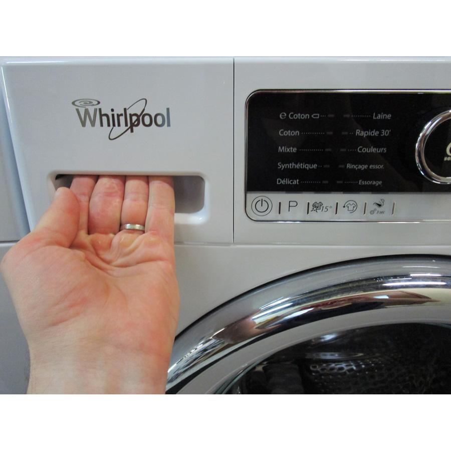 Whirlpool FSCR80421  - Ouverture du tiroir à détergents
