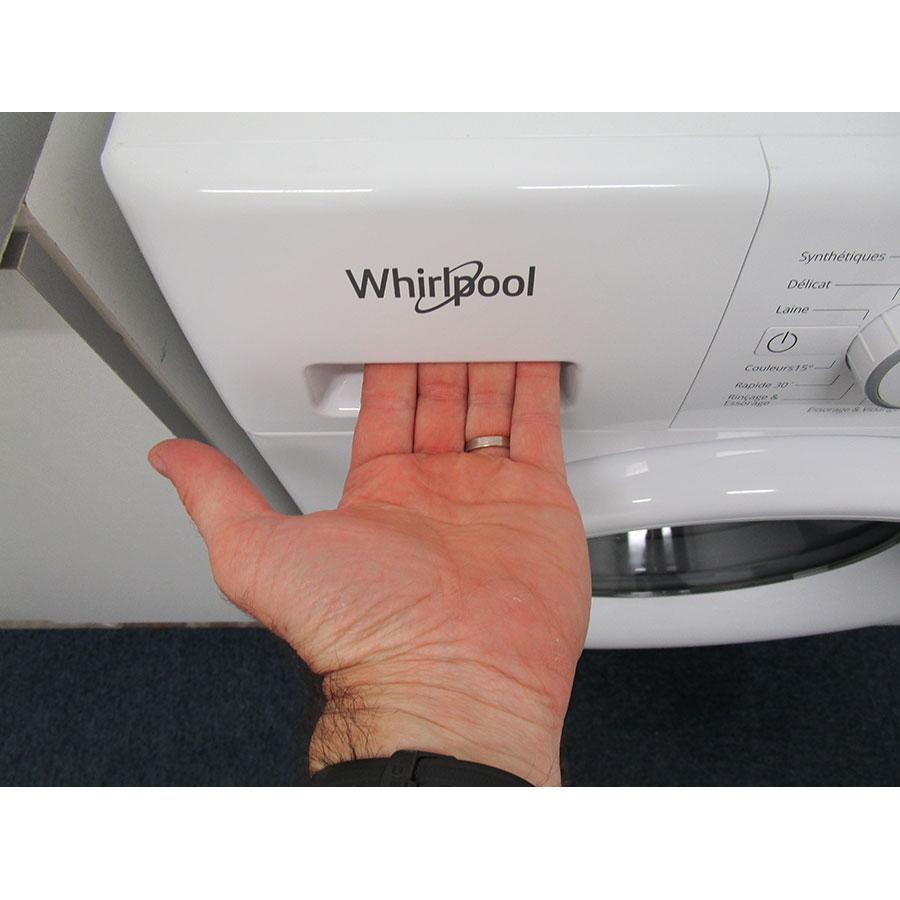 Whirlpool FWFP91483 W FR FreshCare - Ouverture du tiroir à détergents