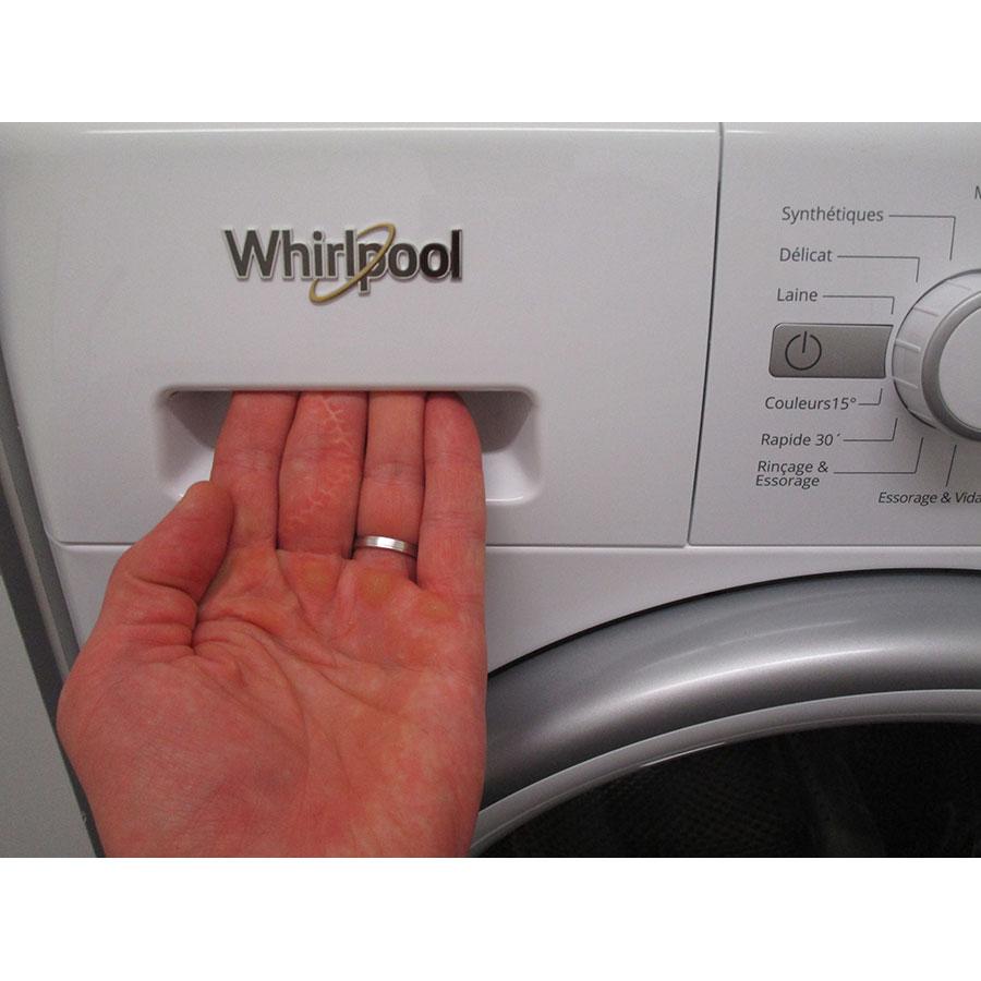 Whirlpool FWG91484WS FR - Ouverture du tiroir à détergents