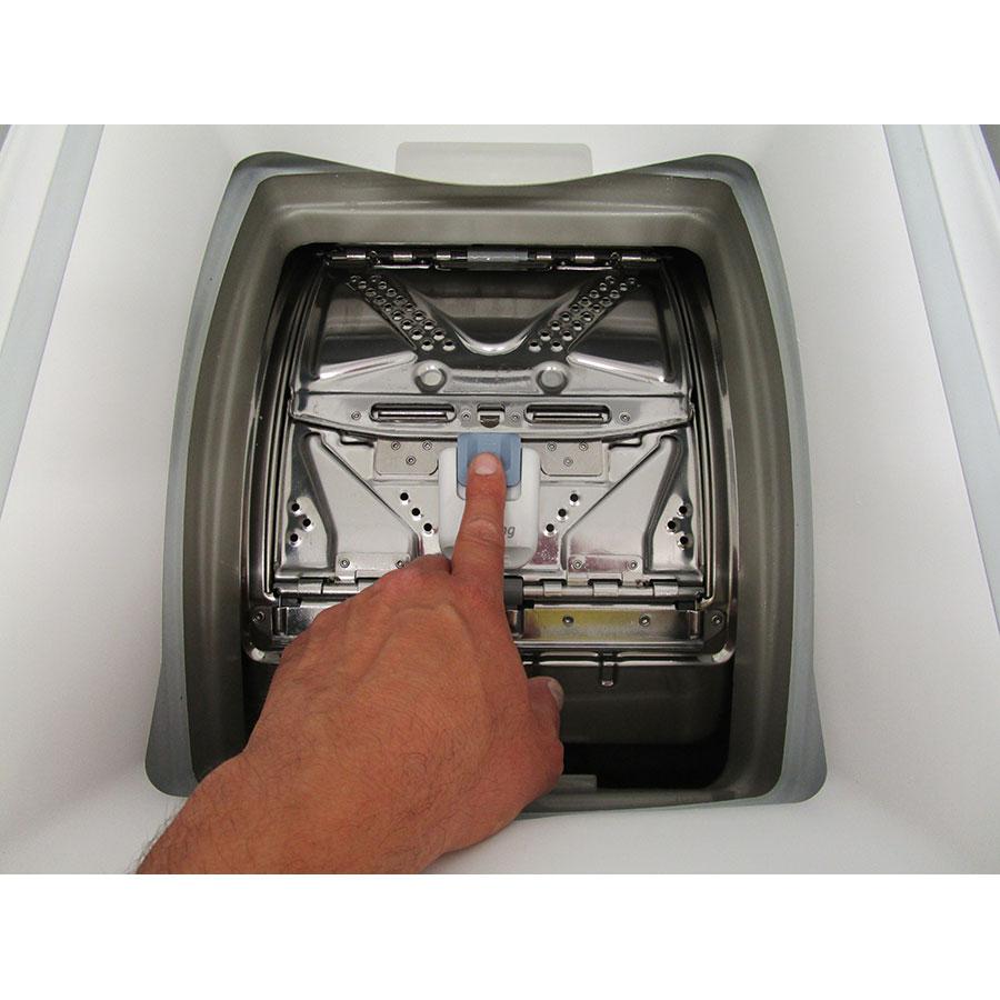 Whirlpool TDLR65230 - Bouton d'ouverture des portillons