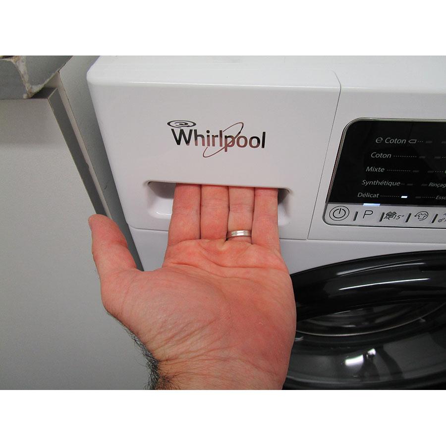 Whirlpool ZEN8 - Ouverture du tiroir à détergents