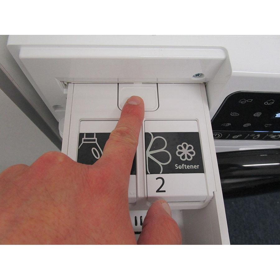 Whirlpool Zendose10 - Bouton de retrait du bac à produits