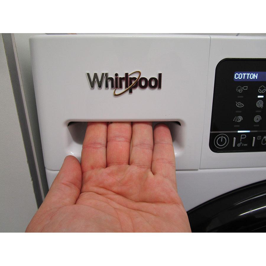 Whirlpool Zendose9 - Ouverture du tiroir à détergents