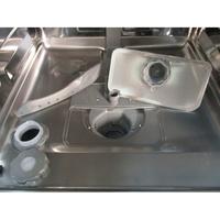 Brandt DFH15624W - Réservoir à sel ouvert et retrait du filtre