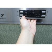 Electrolux ESI8550ROX - Poignée d'ouverture