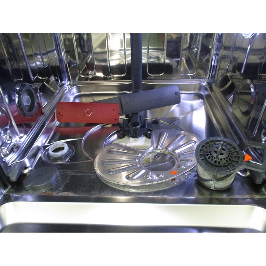 AEG F87792W0P - Réservoir à sel et retrait du filtre