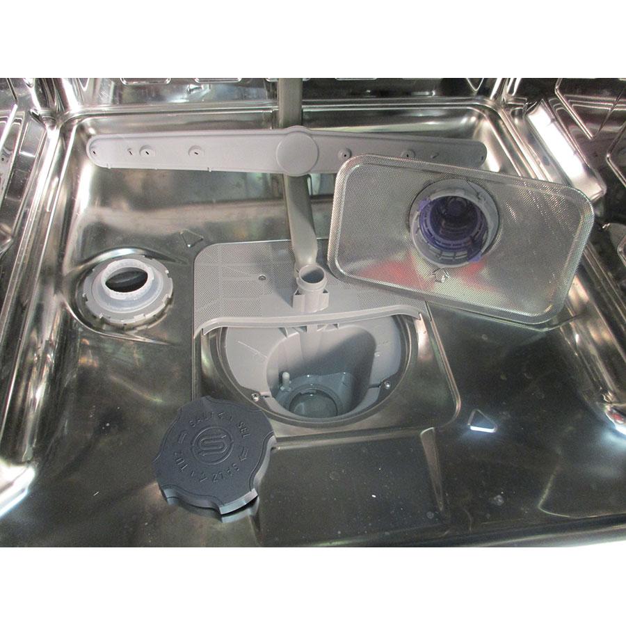 Beko LVP62S2 - Réservoir à sel ouvert et retrait du filtre