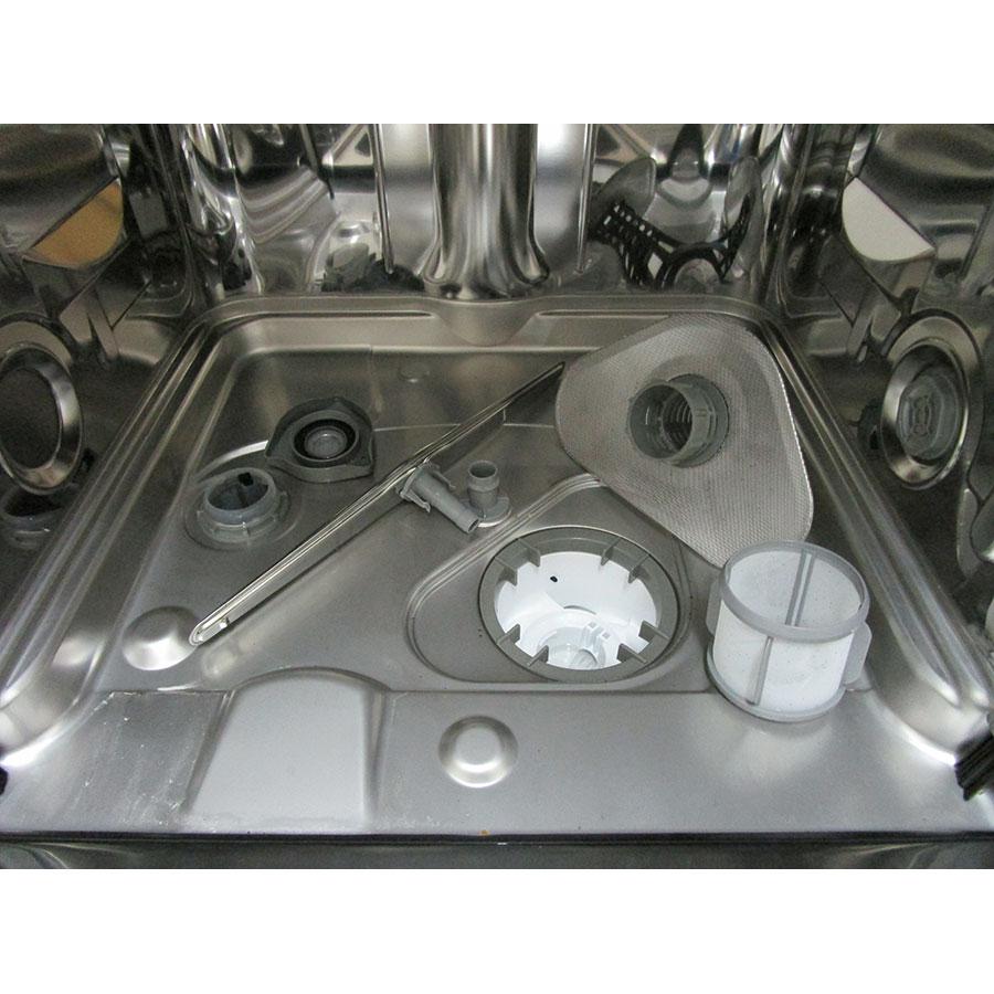 Brandt DFH12127W  - Réservoir à sel ouvert et retrait du filtre