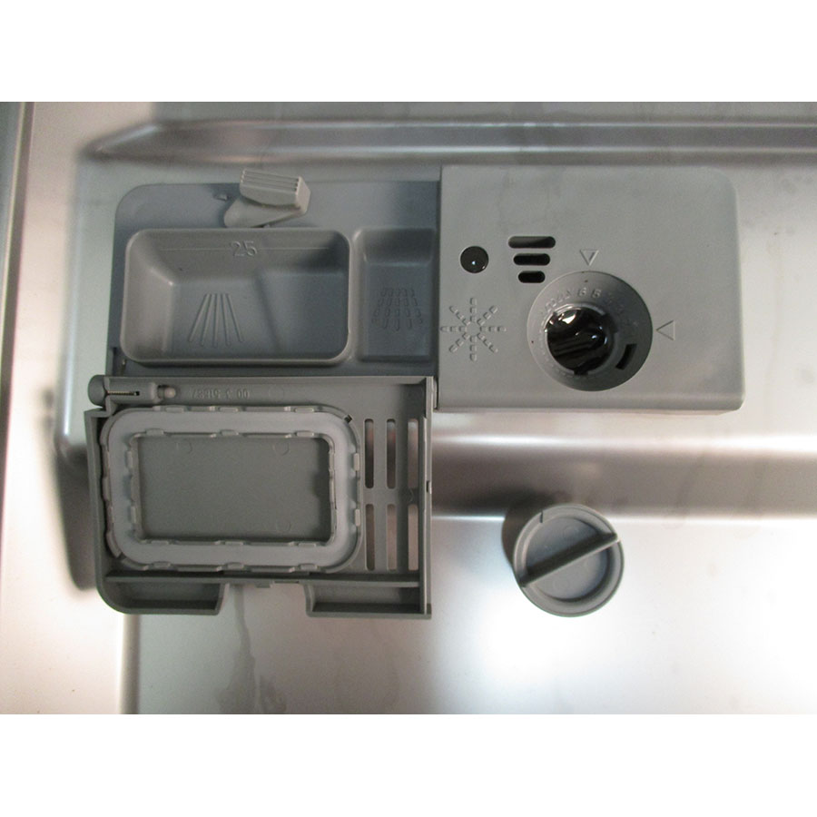 Brandt DFH13524B - Compartiment à produits
