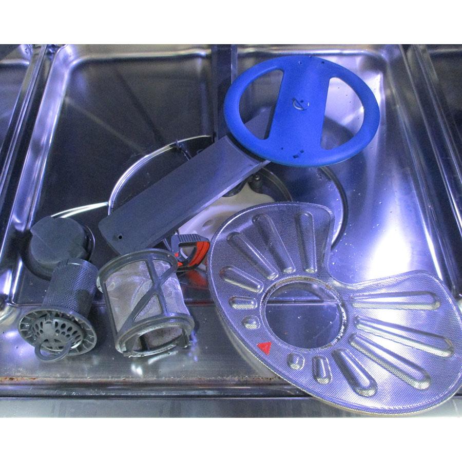 Electrolux ESF7506ROX - Réservoir à sel et retrait du filtre