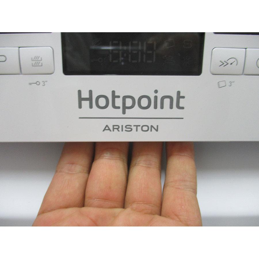 Hotpoint HRFC3C24 - Poignée d'ouverture