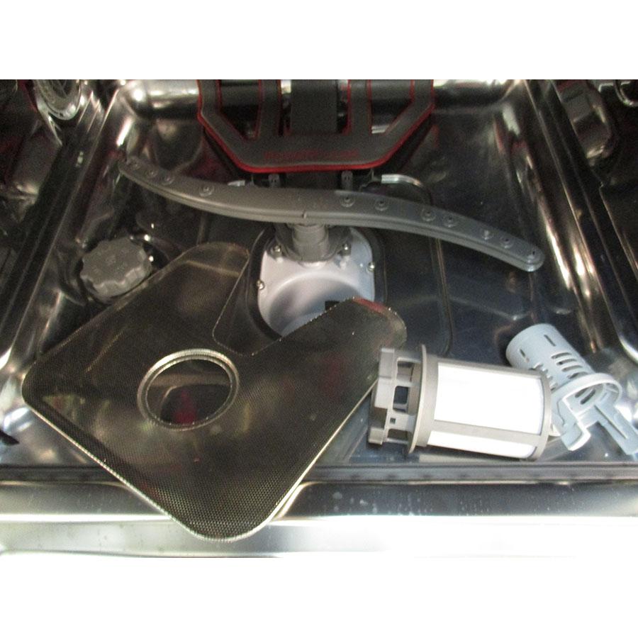 Whirlpool WFO 3T123PF - Réservoir à sel et retrait du filtre