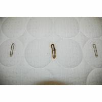 Dorsoline Nassau(*11*) - Test d'inflammabilité : trois cigarettes sont allumées et placées sur le matelas