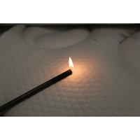 Treca Fahrenheit - Test d'inflammabilité : trois cigarettes sont allumées et placées sur le matelas