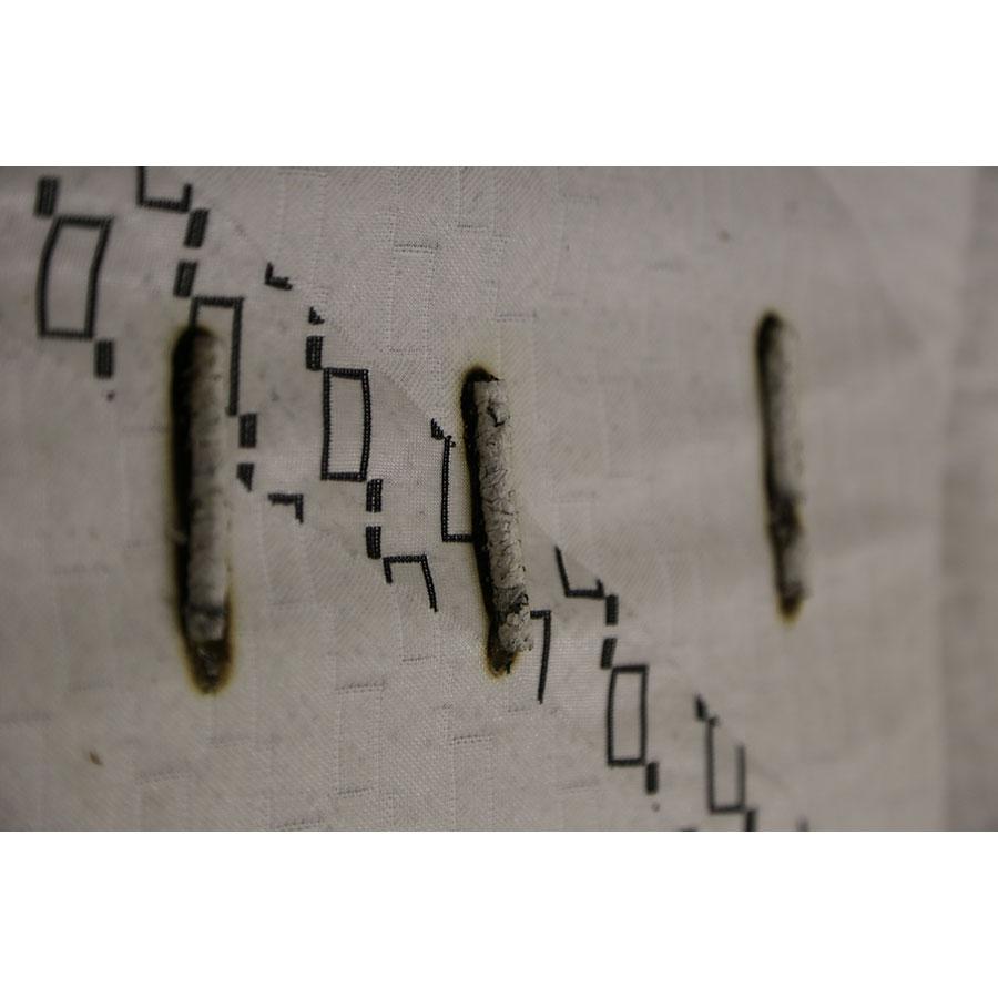 Bultex Freshly - Test d'inflammabilité : trois cigarettes sont allumées et placées sur le matelas