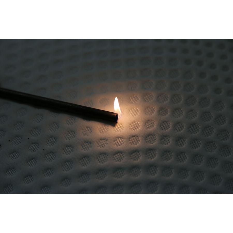 Dunlopillo Nid d'amour - Test d'inflammabilité effectué avec une allumette