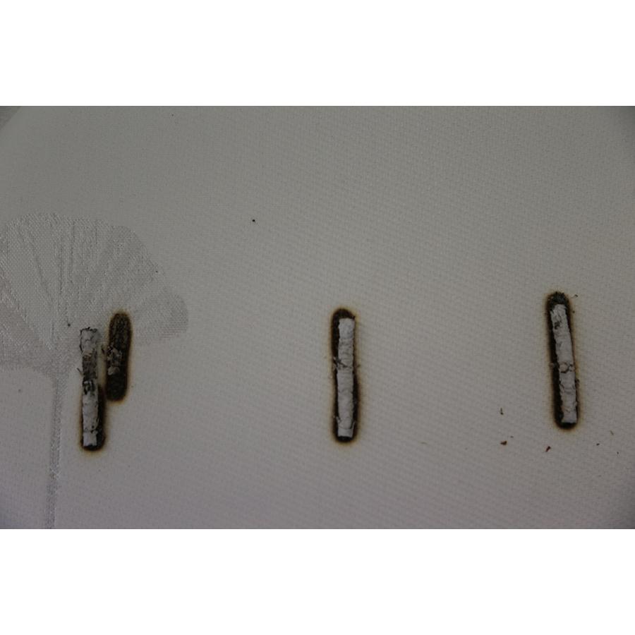 Epeda Sevea - Test d'inflammabilité : trois cigarettes sont allumées et placées sur le matelas