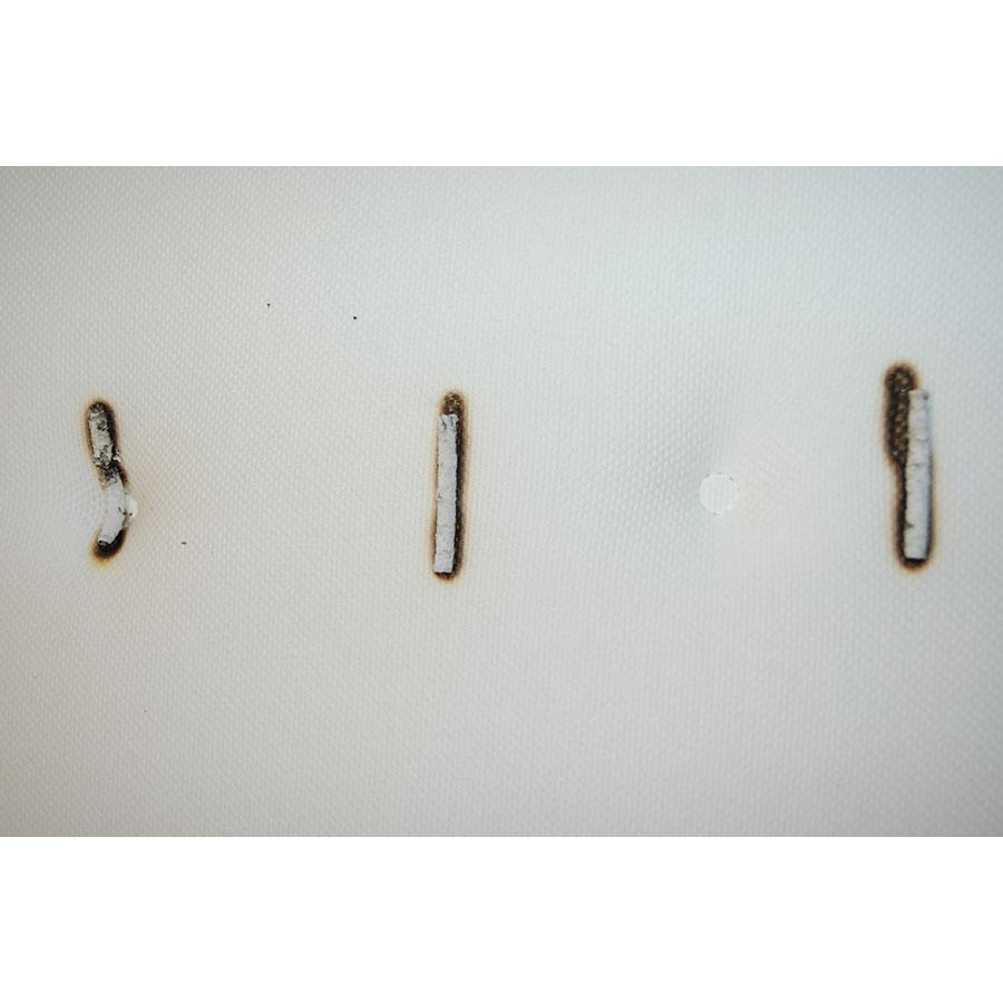 Ikea Hokkåsen firm - Test d'inflammabilité : trois cigarettes sont allumées et placées sur le matelas