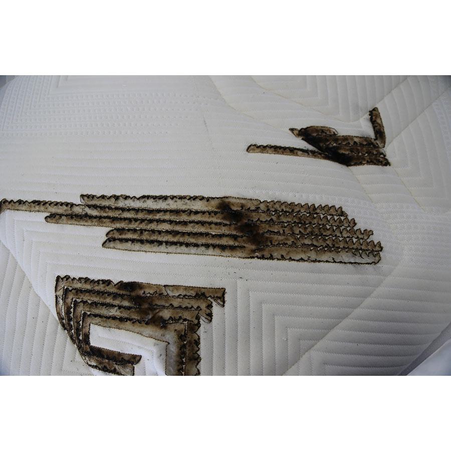 Kipli Le matelas latex naturel - Résultat du test d'inflammabilité avec des cigarettes
