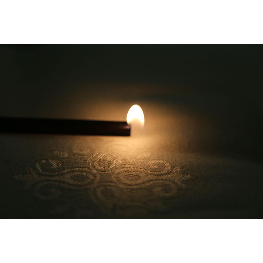 La Compagnie du lit Confort Ensachés - Test d'inflammabilité effectué avec une allumette