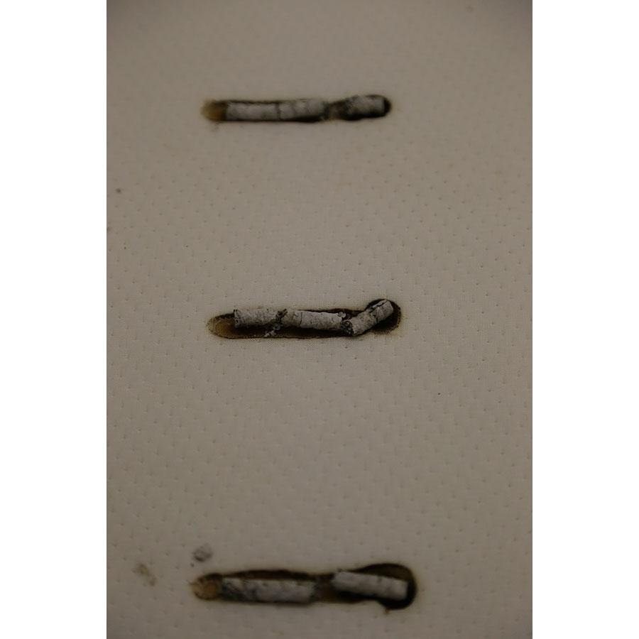 Maliterie.com Izzzy.com(*17*) - Test d'inflammabilité : trois cigarettes sont allumées et placées sur le matelas