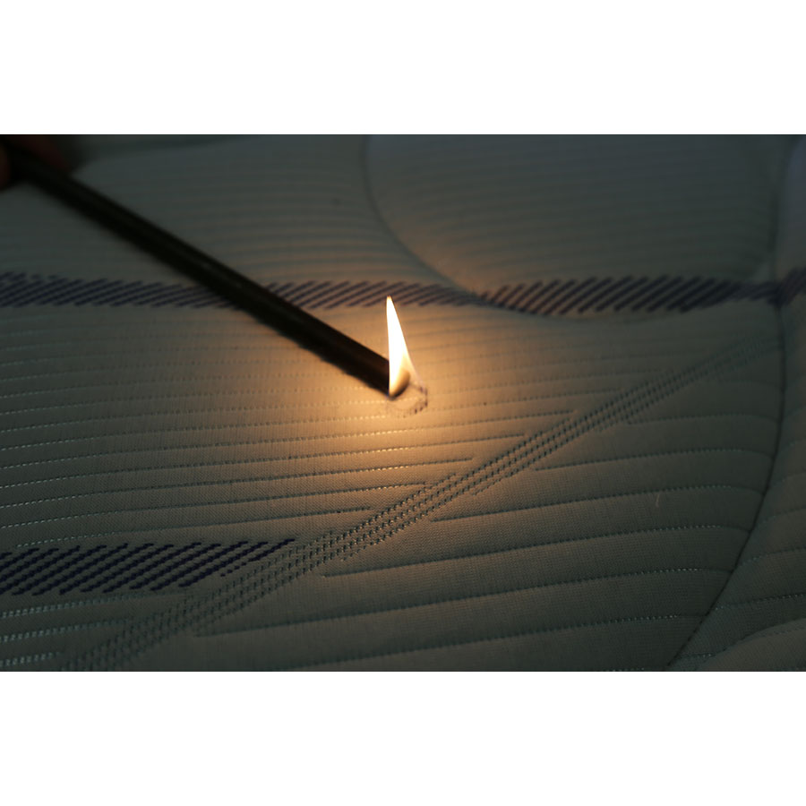 Merinos Grafik(*3*) - Test d'inflammabilité effectué avec une allumette
