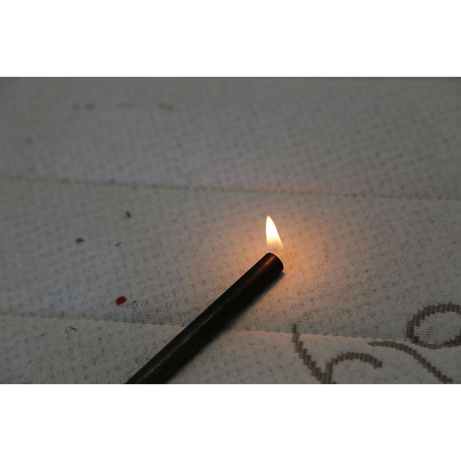 Novoly Matelas latex 100 % naturel Novopur - Test d'inflammabilité effectué avec une allumette