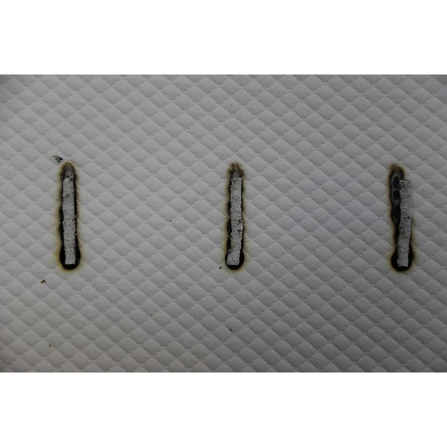 Simba Hybrid Original(*20*) - Test d'inflammabilité : trois cigarettes sont allumées et placées sur le matelas