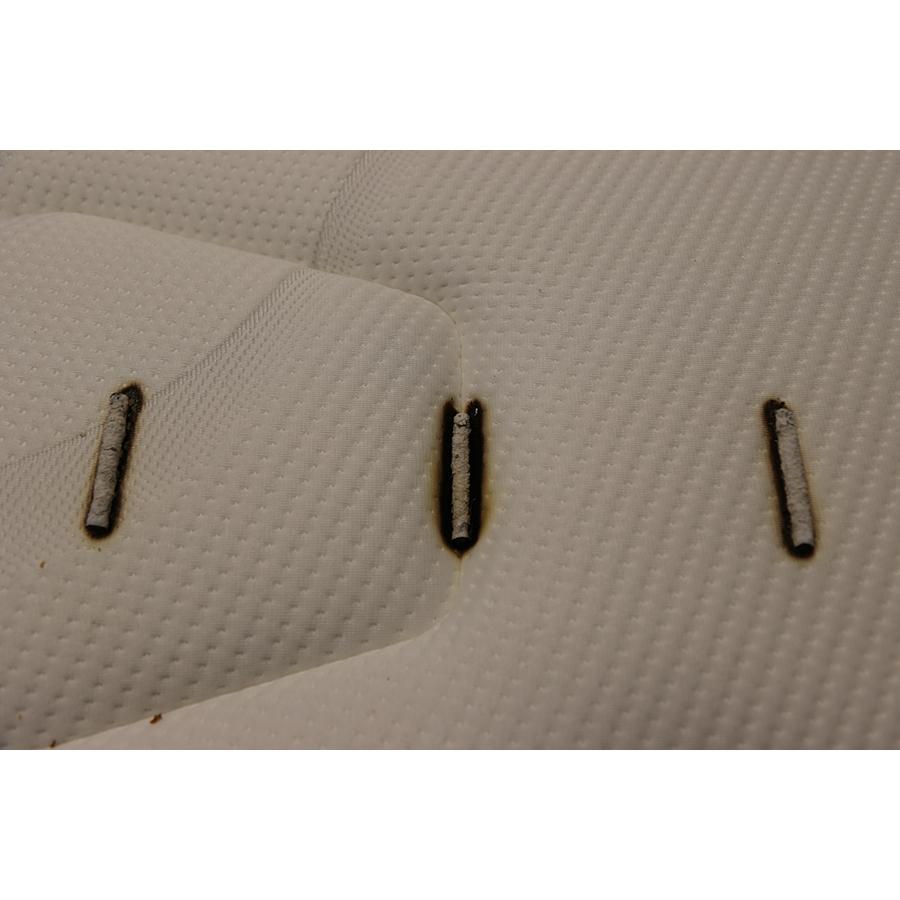 Simmons Boréale - Test d'inflammabilité : trois cigarettes sont allumées et placées sur le matelas