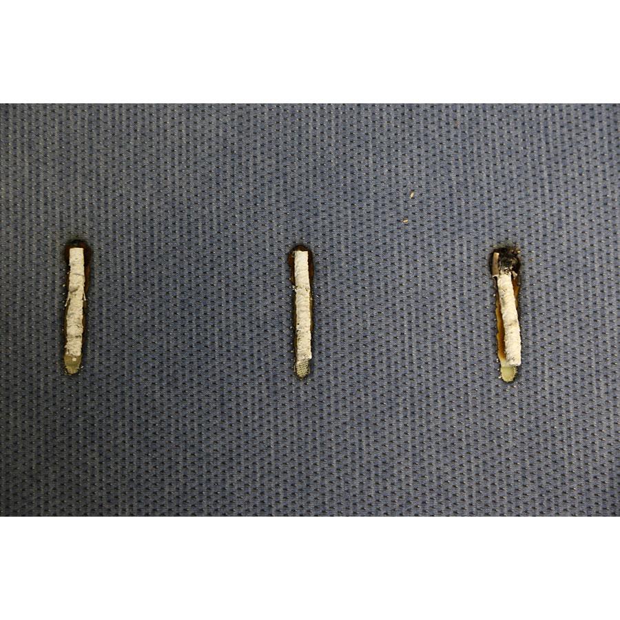 Tediber Grand Tedi(*23*) - Test d'inflammabilité : trois cigarettes sont allumées et placées sur le matelas