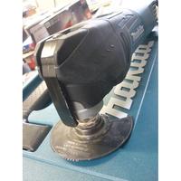 Makita TM3010C - Vue du levier de serrage d'outil