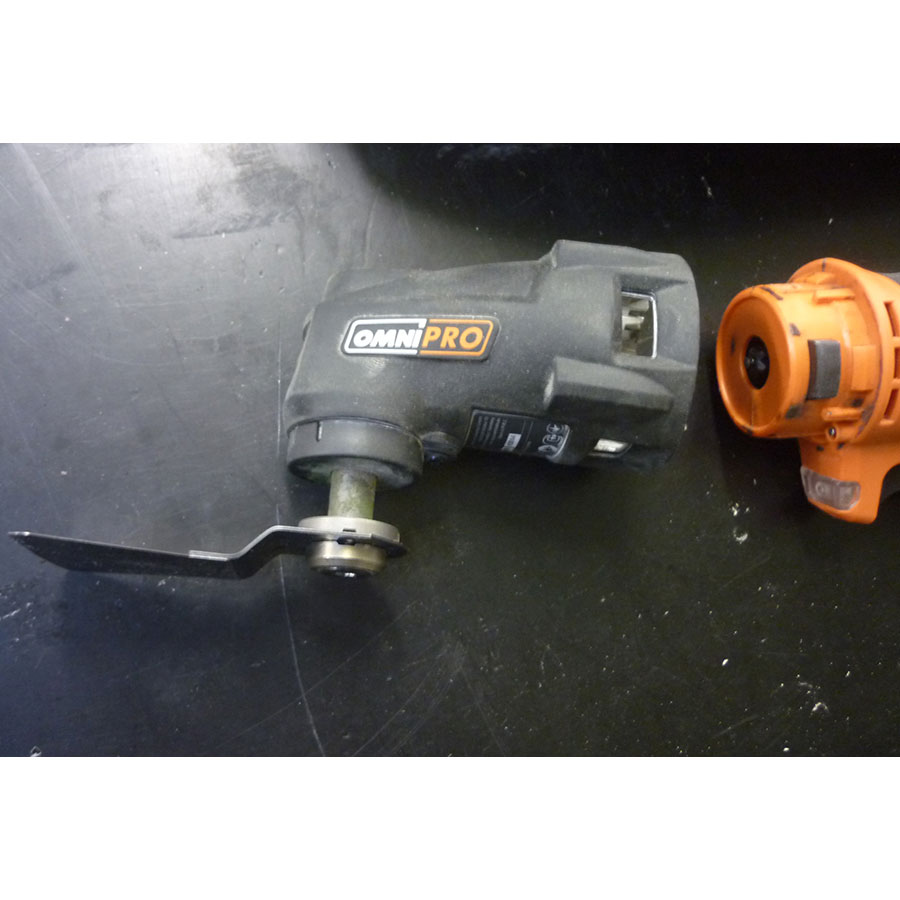 AEG OMNI 300-PB - La tête amovible qui permet de transformer l'outil