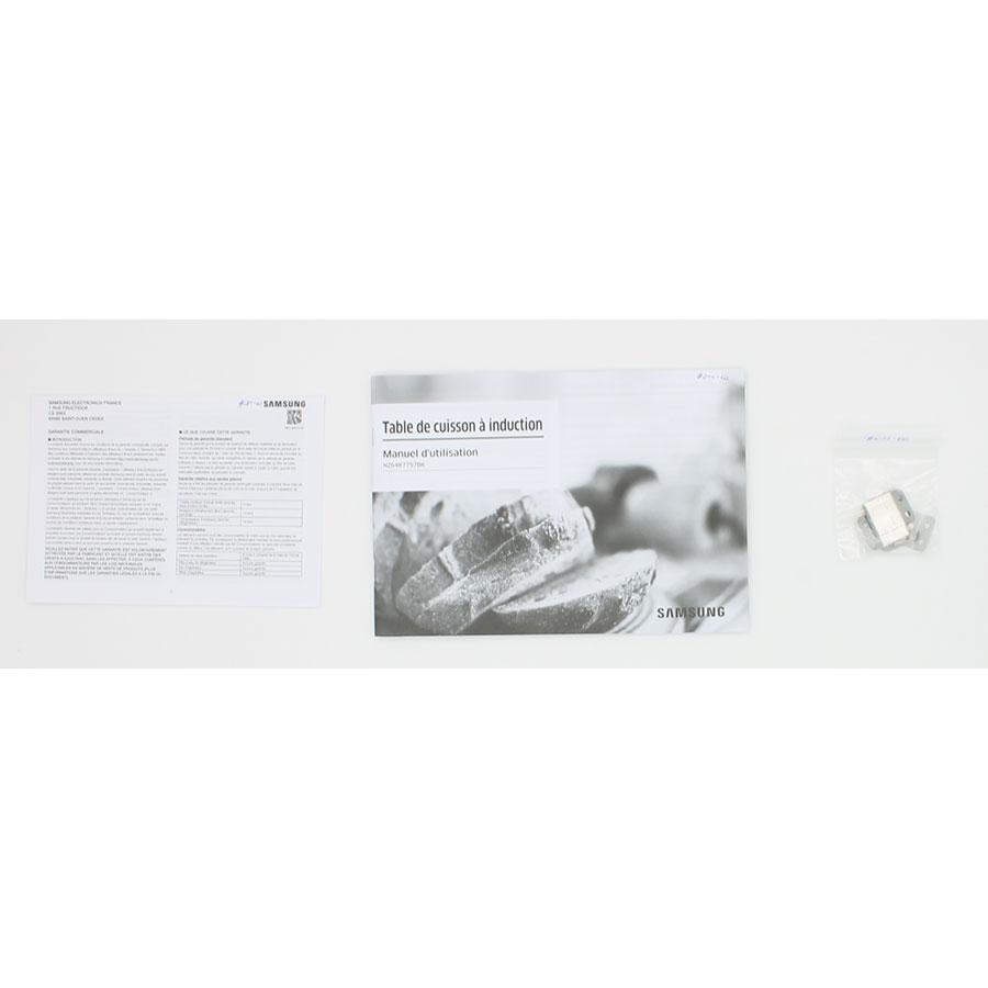 Samsung NZ64K7757BK/EF - Accessoires et documents livrés avec le produit