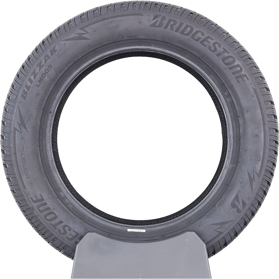 Bridgestone Blizzak LM005 -
