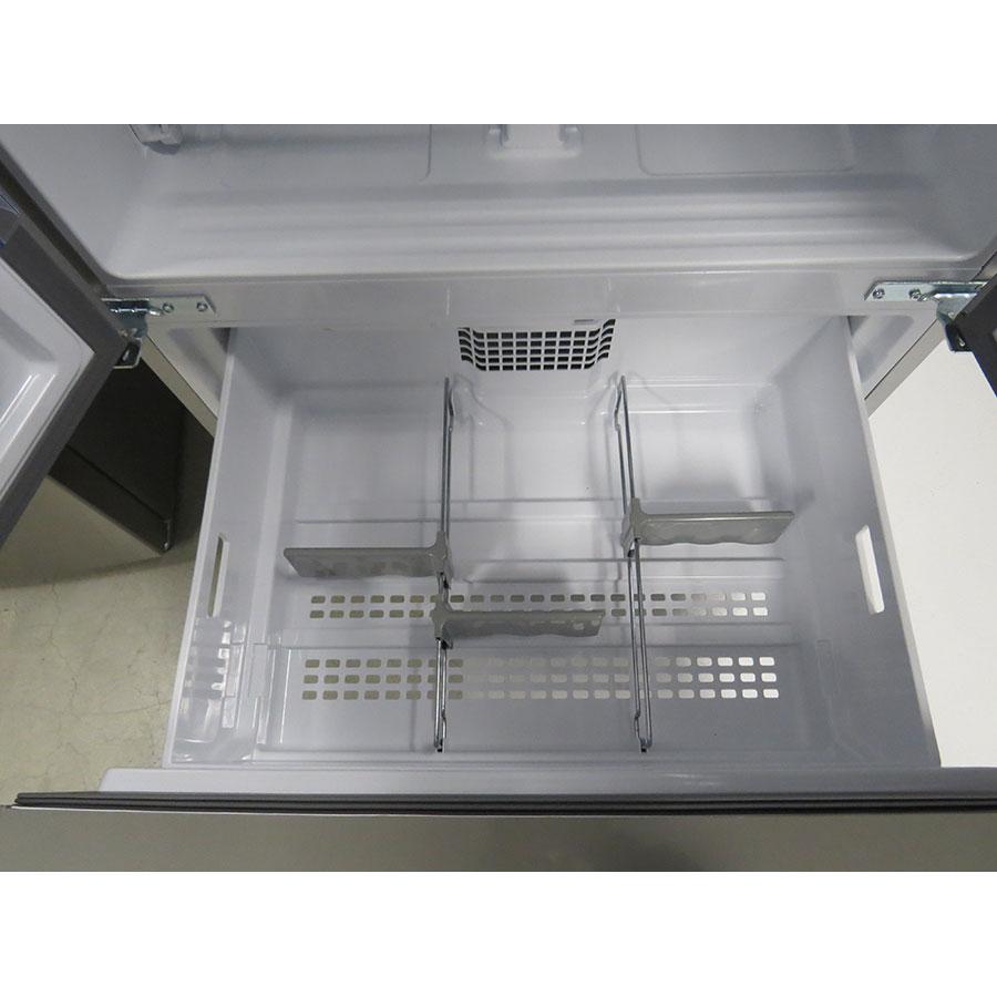 Beko GNE60521X - Intérieur du premier tiroir du congélateur