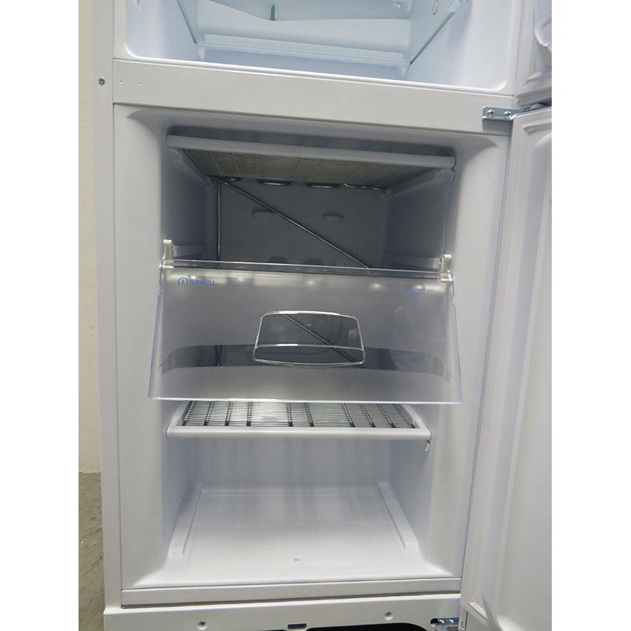Indesit BIAA 13P - Intérieur du congélateur sans les tiroirs