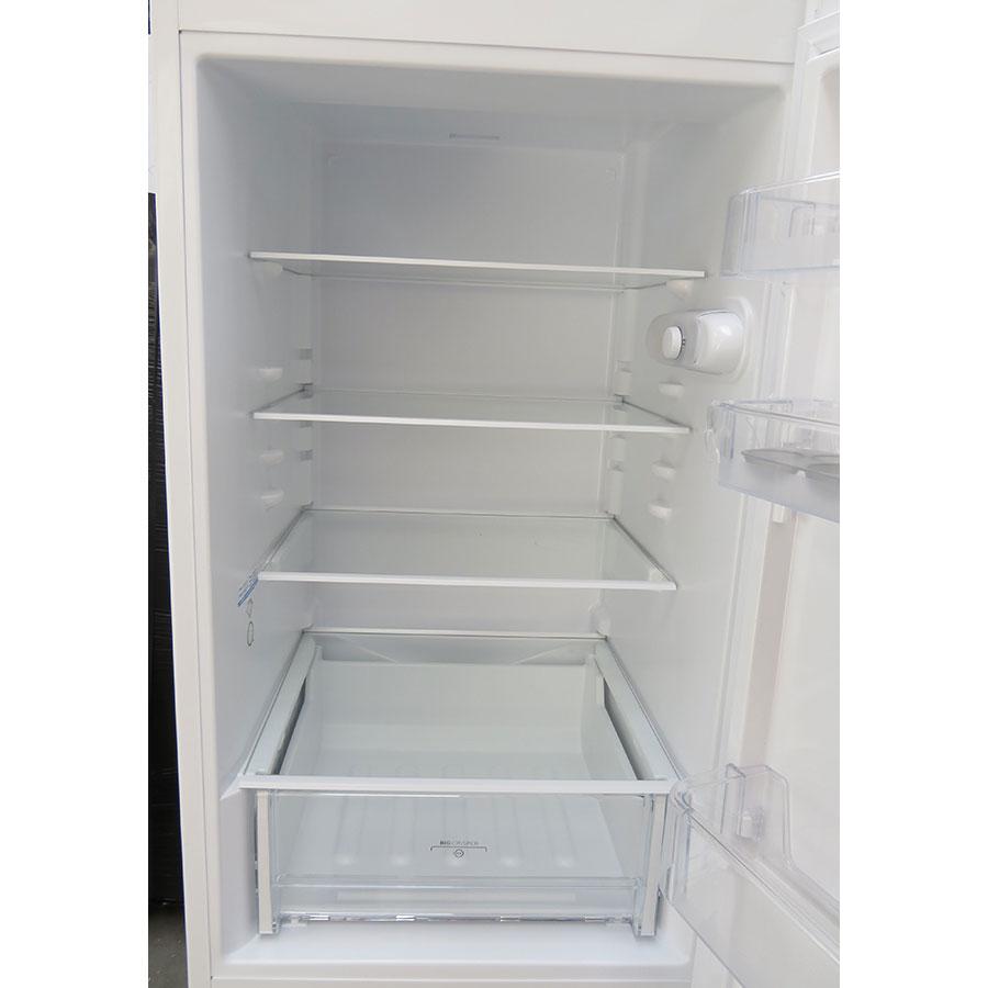 Indesit LR8S1W - Intérieur du réfrigérateur