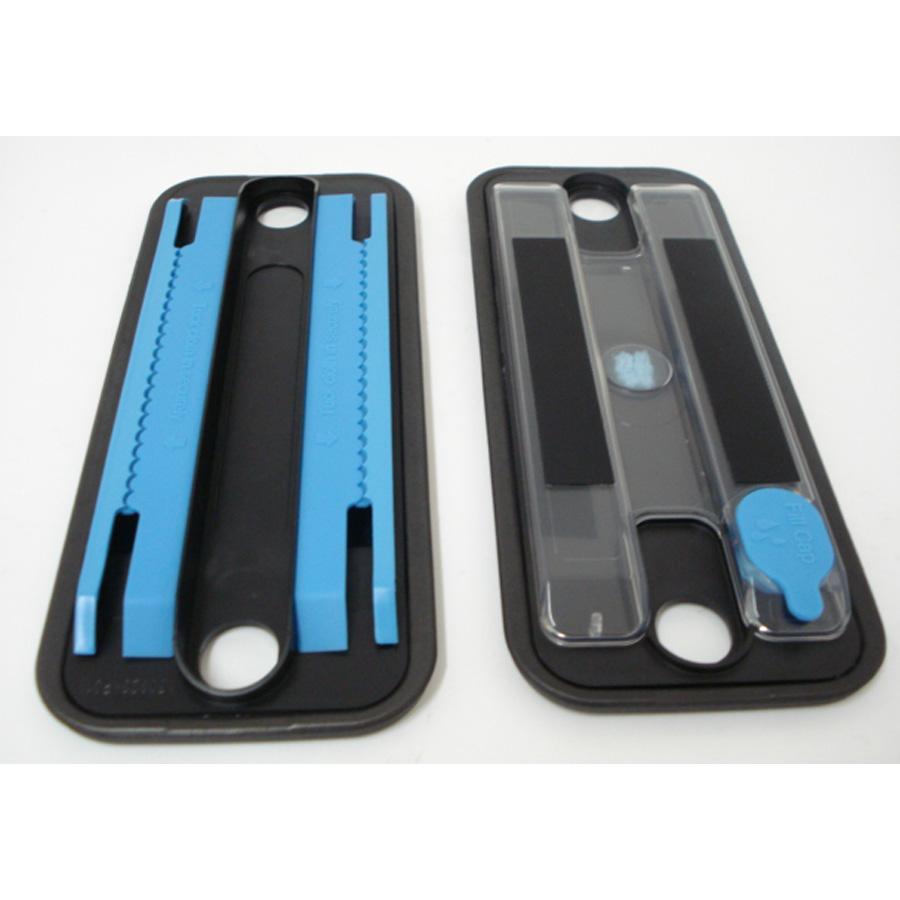 iRobot Braava 380 - À gauche tampon pour lingette sèche, à droite tampon à réservoir pour lingette humide